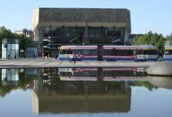 Straßenbahn auf dem Augustusplatz. Foto: Ralf Julke