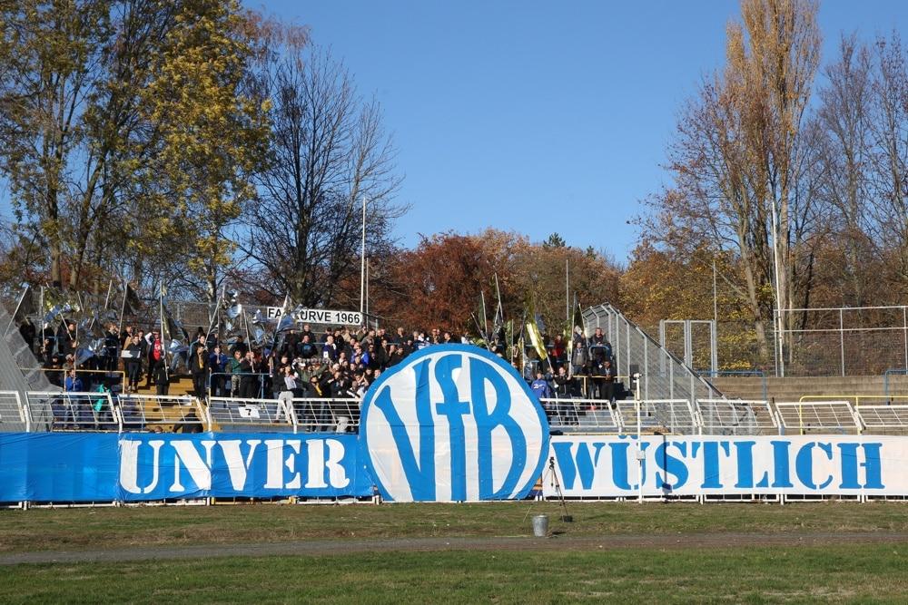 125 Jahre VfB: Auch die Lok-Fankurve würdigte den Geburtstag. Foto: Jan Kaefer