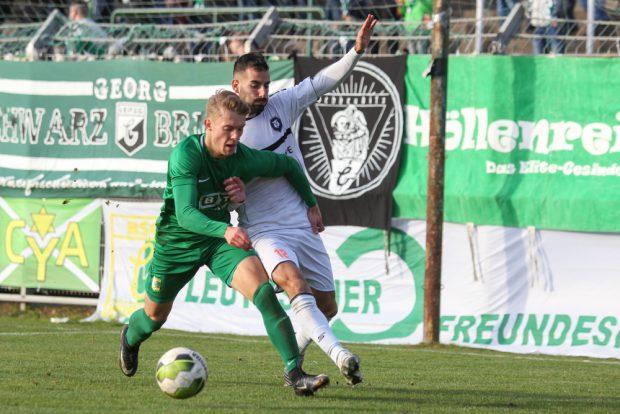 Max Keßler (Chemie) behauptet sich gegen Christos Iereidis (Inter). Foto: Jan Kaefer