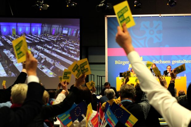Abstimmung über den Leitantrag. Foto: L-IZ.de