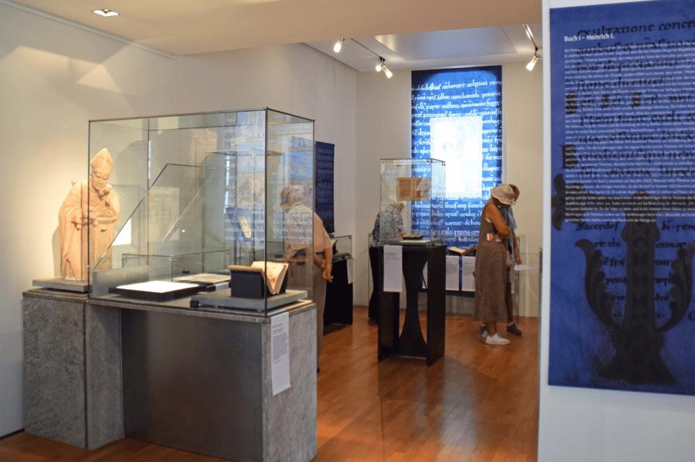 Blick in die Ausstellung, Foto: Vereinigte Domstifter/C. Buchheim