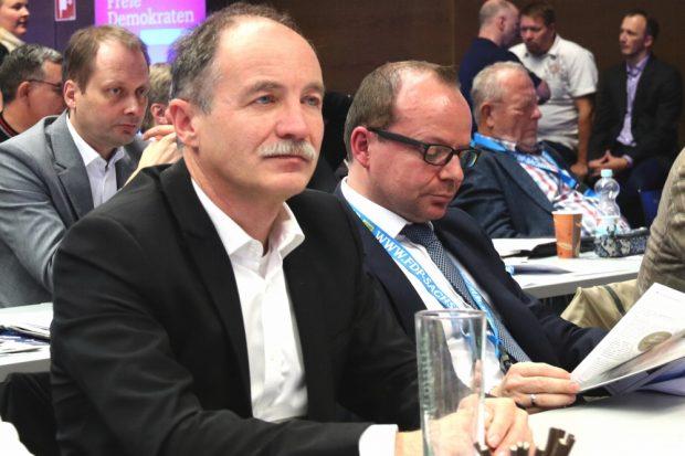 Die Leipziger FDP-Stadträte Sven Morlok, René Hobusch und im Hintergrund der ehemalige Leipziger Europa-Abgeordnete Holger Krahmer. Foto: L-IZ.de