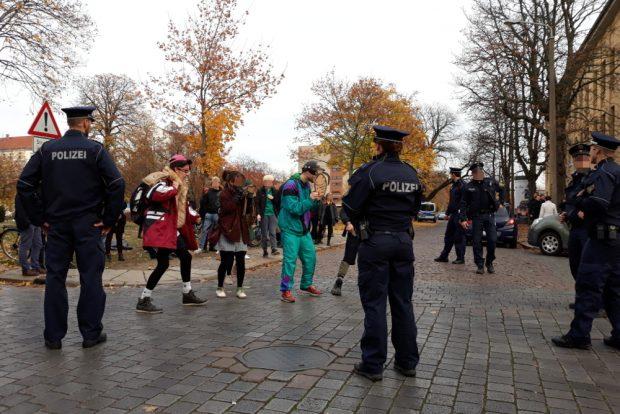 Protest gegen die Einrichtung der Waffenverbotszone. Foto: René Loch