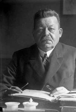 Friedrich Ebert (1925, SPD). Am Ende der Novemberrevolution wird die Sozialdemokratie in die schwere Weimarer Zeit lenken. Foto: Bundesarchiv