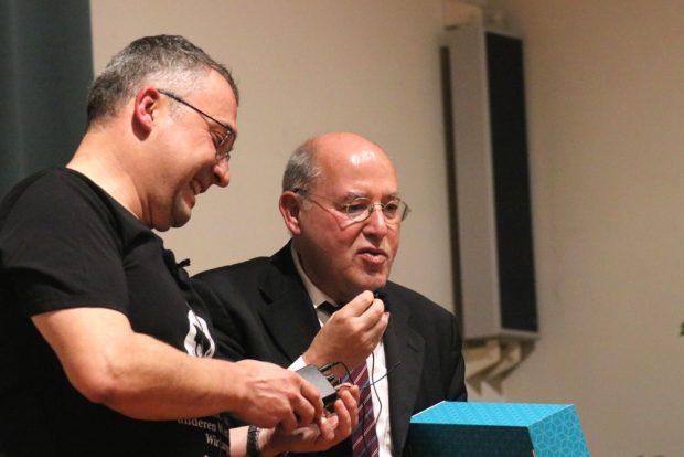 Jens-Uwe Jopp und Gregor Gysi am 13. November 2018 in der Schiller-Schule. Foto: L-IZ.de