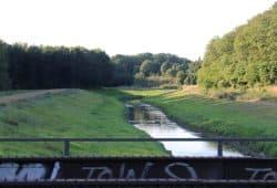 Der Nahleverlauf stadtauswärts an der Bahnbrücke. Foto: L-IZ.de