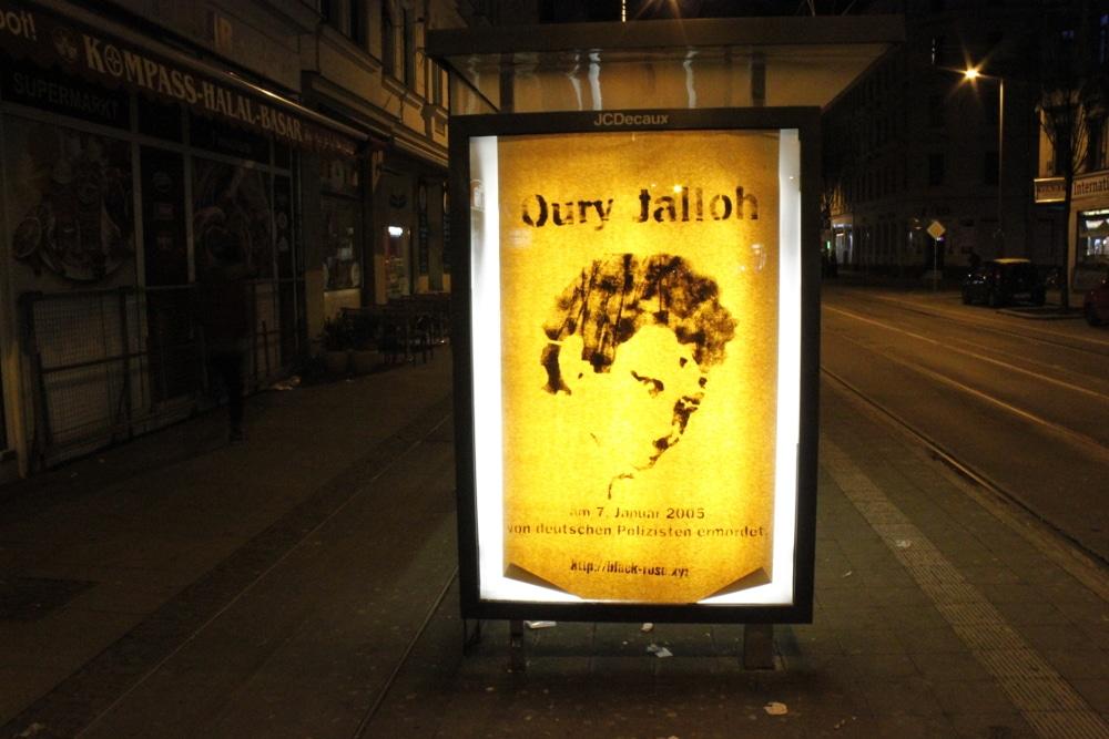 Im Januar 2017 beklebten Aktivisten unter anderem in Leipzig mehrere Werbekästen. Foto: Black Rose