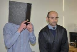 Christian L. (35) vor Prozessbeginn neben seinem Anwalt Ingo Stolzenburg. Foto: Lucas Böhme