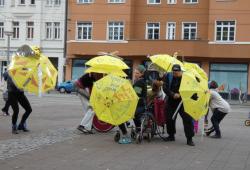 Projekt Stimme zeigen - Tanzaufführung auf dem Lindenauer Markt. Quelle: Robert Klement/Theater Rote Rübe
