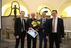 v.l.n.r: Dr. Oliver Sorge (CA Neurochirurgie); Prof. Ralf Gahr (ehemaliger Zentrumsleiter Traumazentrum); Prof. Thomas Kremer (CA Plastische- und Handchirurgie); Dr. Jörg Böhme (Leiter des Traumazentrums; CA Unfallchirgie und Orthopädie). Foto: Klinikum St. Georg
