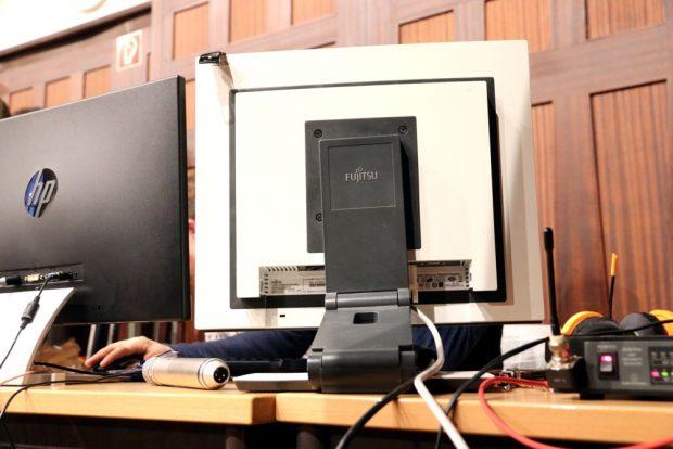Wie in einem kleinen Sendestudio - die Schüler am Livestream. Foto: L-IZ.de