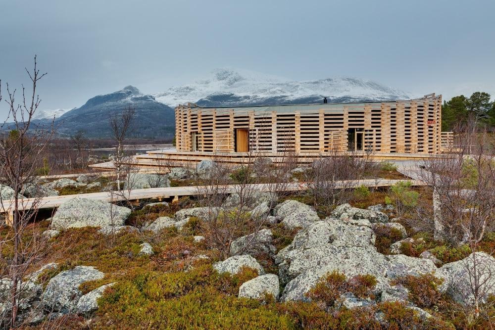 Besucherzentrum Naturum Laponia, Nationalpark Stora, Sjöfallet (Architekt: Wingårds). Foto: Jann Lipka