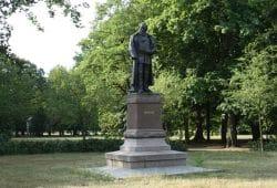 Das Carl-Heine-Denkmal. Foto: Ralf Julke