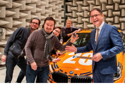 Übergabe a cappella-BMW (c)DREIECK MARKETING Sören Wurch