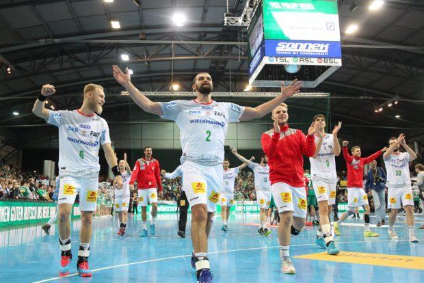 Jubel bei den Magdeburgern, die sich bei ihren zahlreichen mitgereiste Fans bedankten. Foto: Jan Kaefer