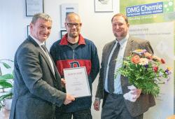 Arbeitsagenturchef Steffen Leonhardi (links) überbrachte dem Geschäftsführer Dr. Mathias Gressenbuch und seinem Mitarbeiter Christian Brelle die Auszeichnung. Quelle: Agentur für Arbeit Leipzig