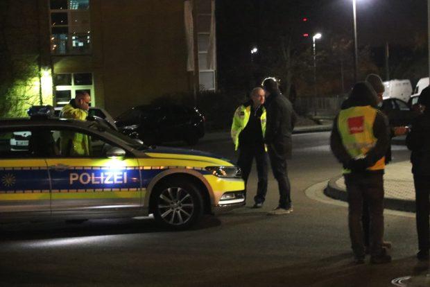 Die Polizei wird erneut von der Geschäftsführung gerufen, Debatten, ob nun die Blockade rechtens ist oder nicht. Foto: L-IZ.de
