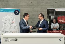 Die Kooperationspartner im BMW Werk Leipzig: Klaus-Peter Hansen (Vorsitzender der Geschäftsführung der Regionaldirektion Sachsen und Hans-Peter Kemser, Vorsitzender ACOD e.V. Quelle: Bundesagentur für Arbeit
