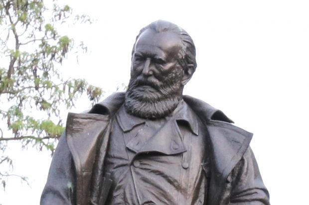 Dr. Karl Heine, Unternehmer, Politiker und Industriepionier in Leipzig. (Denkmal am Leipziger Palmengarten) Foto: L-IZ.de