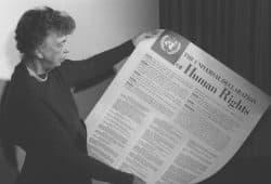 Eleanor Roosevelt mit der Menschenrechtscharta 1949. Foto: gemeinfrei