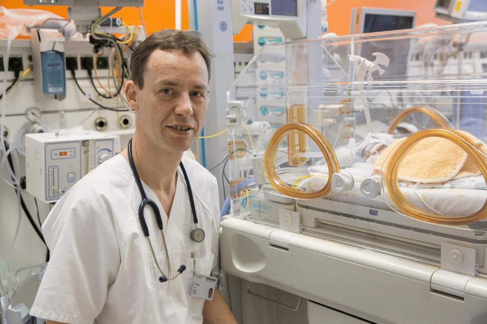 Platz 2 bundesweit: Die UKL-Neonatologie mit ihrem Direktor Prof. Ulrich Thome (Foto) gehört erneut zu den besten großen Zentren für Frühgeborenen-Versorgung im Land. Foto: Stefan Straube / UKL