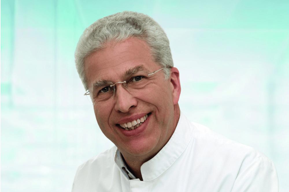 Prof. Dr. Dr. Alexander Hemprich, Direktor der Klinik für Mund-, Kiefer- und Plastische Gesichtschirurgie des Universitätsklinikums Leipzig geht zum Jahreswechsel in den Ruhestand. Er entwickelte die Klinik zu einem der wichtigsten Zentren Europas für die Behandlung von Lippen-Kiefer-Gaumen-Spalten. Foto: Stefan Straube / UKL