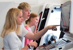 Schnuppern erwünscht! Am Tag der offenen Hochschultür können Besucherinnen und Besucher ausprobieren, wie sich Studieren anfühlt. Quelle: Lara Müller/HTWK Leipzig