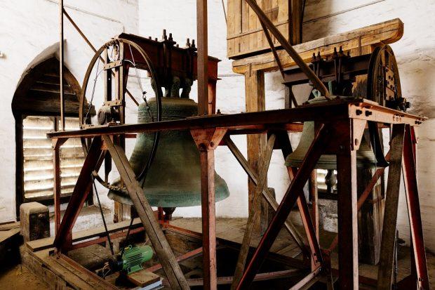 Stählerner Glockenstuhl, Foto: Thomaskirche
