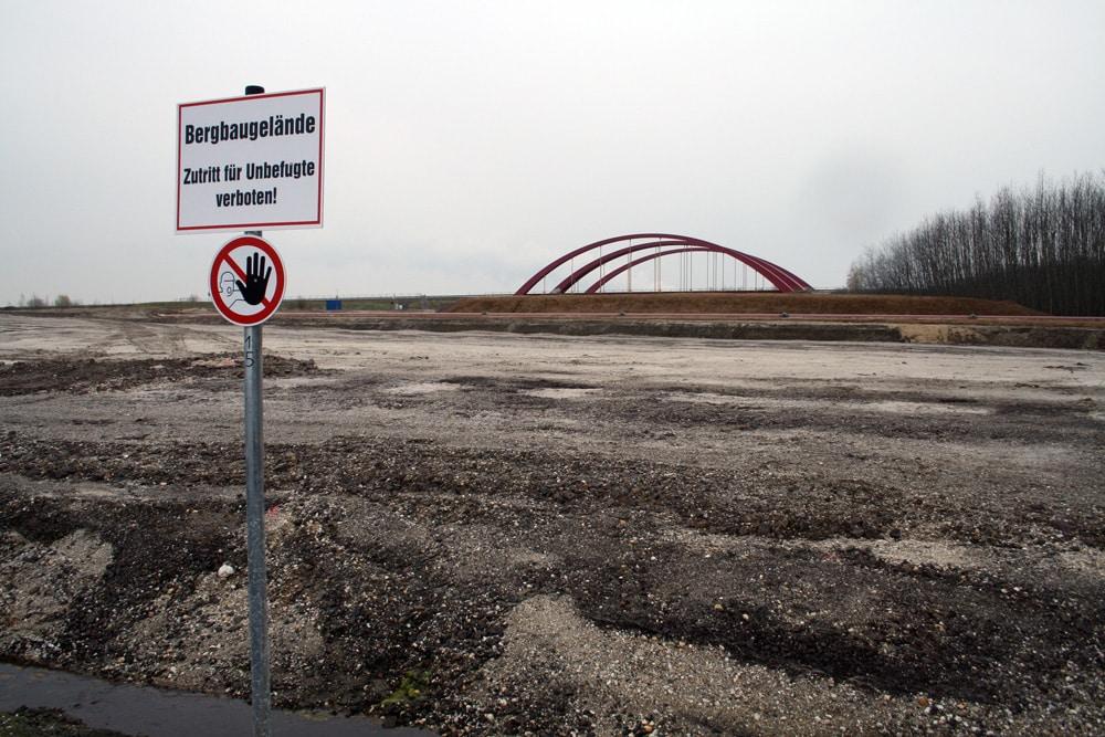 Aufgeschüttetes Gelände für den künftigen Harthkanal. Foto: Ralf Julke