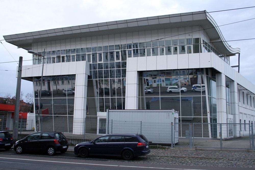 Das ehemalige Autohaus in der Lindenthaler Straße. Foto: Ralf Julke