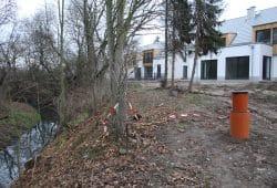 Häuslebau auf dem Hochufer der Alten Luppe. Foto: Ralf Julke