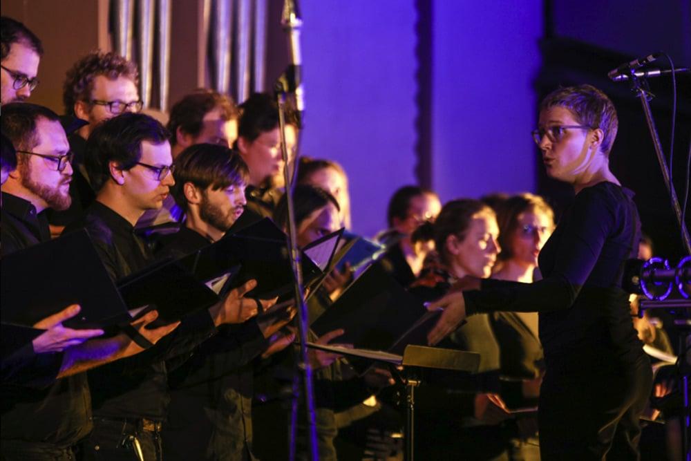 """Der Chor zu """"Bells Echo"""