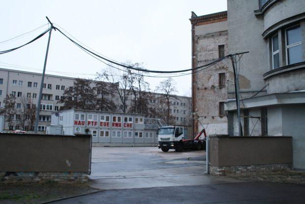 Der Betriebshof der Hauptfeuerwache, der direkt auf dem alten Pleißemühlgraben liegt. Foto: Ralf Julke