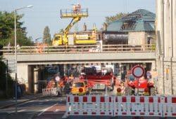 Die Eisenbahnbrücke über die Karl-Heine-Straße wurde 2011 neu gebaut. Foto: Gernot Borriss