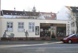 Erinnerung an alte Läden in der Georg-Schumann-Straße. Foto: Ralf Julke