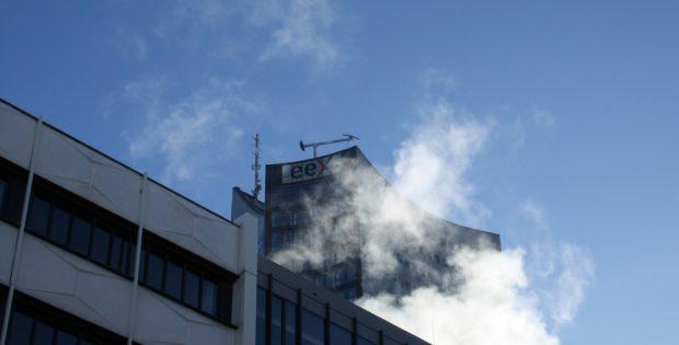 Dampfwolken überm Leipziger Uni-Campus. Foto: Ralf Julke