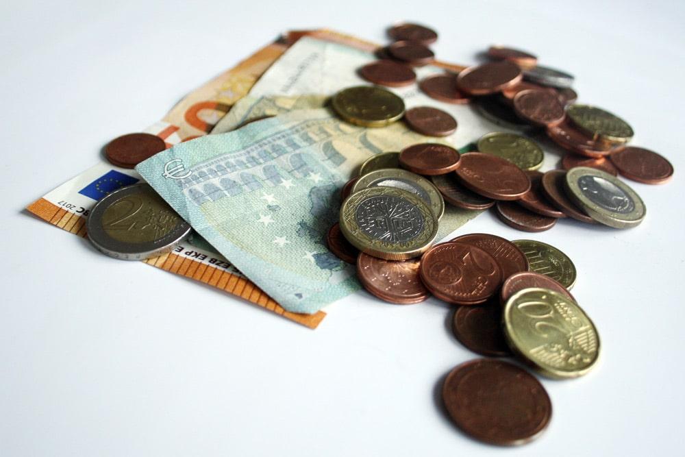 Wozu reicht das Geld in diesem Monat noch? Foto: Ralf Julke