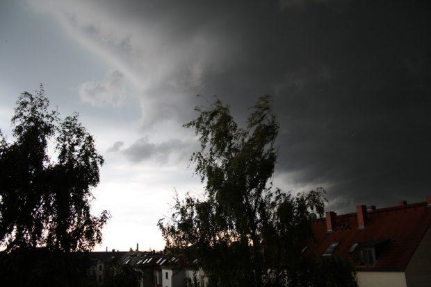 Ein schöner finsterer Himmel. Foto: Ralf Julke