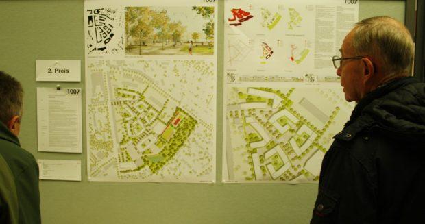 Großes Interesse vor dem Entwurf des Büros kleyer.koblitz.letzel.freivogel.gesellschaft von Architekten mit KUULA Landschaftsarchitekten aus Berlin. Foto: Ralf Julke