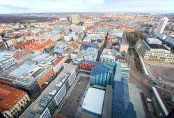 Der Investitionsbedarf der Kommunen - hier ein Blick von oben auf Leipzig - ist enorm gestiegen. Das hat eine neue Studie der Universität Leipzig ergeben. Foto: Swen Reichhold/Universität Leipzig