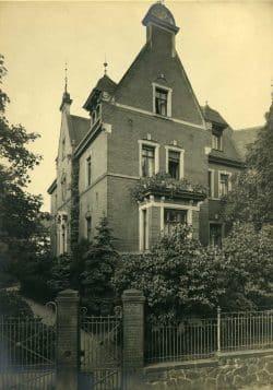 Eingang zur Roten Villa von der Mühlenstraße aus, der heutigen Straße Zur Alten Bäckerei. Foto: Werner Franke