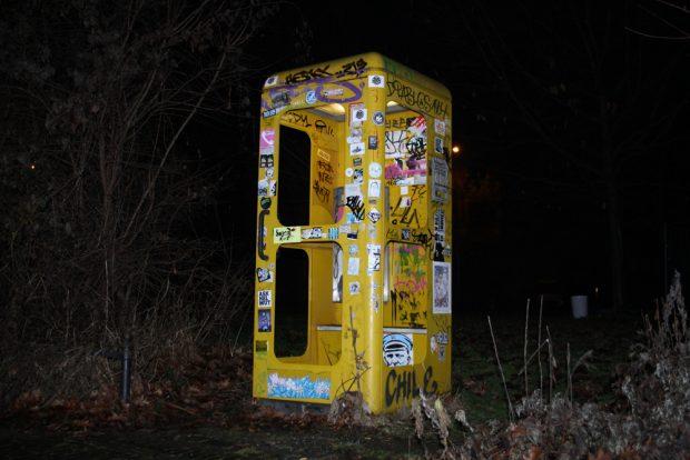 Die Telefonzelle am Connewitzer Kreuz. Foto: Ralf Julke