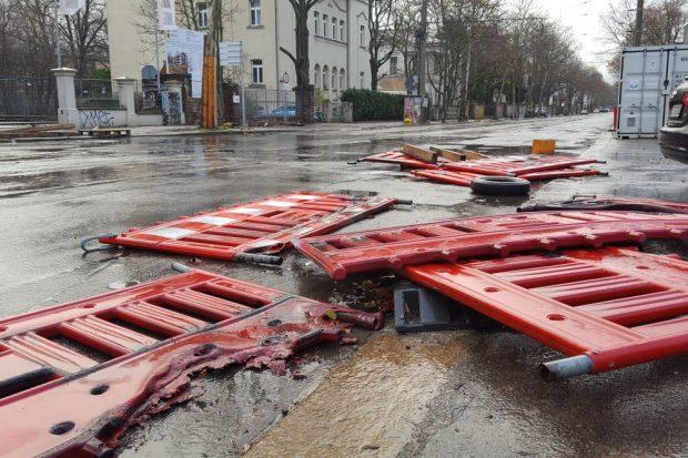 Reste einer Barrikade an der Karl-Heine-Straße am 1. 1. 2019. Foto: L-IZ.de