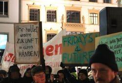 Auch bei der Aufruf2019-Demo dabei - Fridays for Future mit der Frage, wofür man lernt ... Foto: L-IZ.de