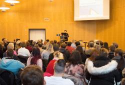 Die pädagogische Leiterin Marika Bild eröffnet die neuen Umschulungskurse vor 166 Teilnehmerinnen und Teilnehmern. © M. Lindner, BFW Leipzig