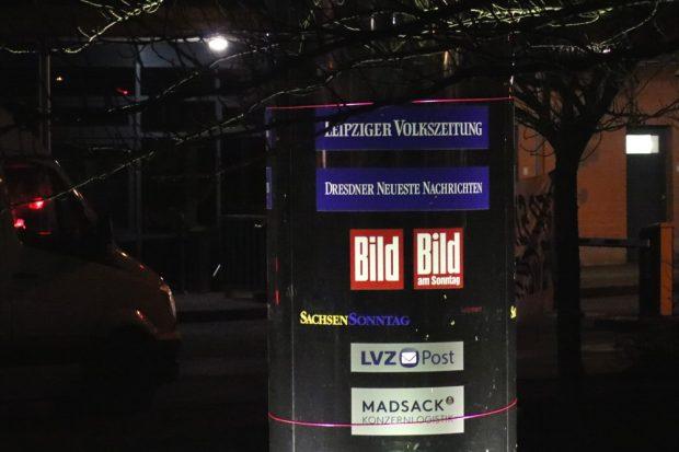 Eine Säule an der LVZ-Druckerei in Leipzig Stahmeln verkündet seit dem 2. Januar 2019 endgültig das Gestern. Foto: L-IZ.de