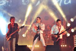 FOREVER QUEEN - performed by QueenMania, am 17.01.2019 im Haus Leipzig in Leipzig, ehrt den Ausnahmekünstler Freddie Mercury und huldigt QUEEN - temperamentvoll, originalgetreu und LIVE on Stage. Reset Production
