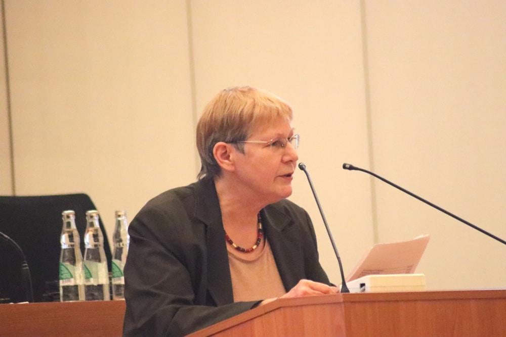 Ilse Lauter (Linke) zu den sachgrundlosen Befristungen in den Leipziger Kommunalbetrieben. Foto: L-IZ.de