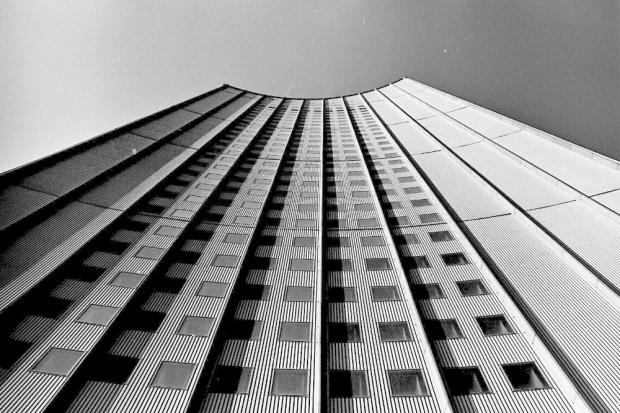 Karl-Marx-Universität, Karl-Marx-Platz (heute Augustusplatz), Blick von der Universitätsstraße auf das Universitätshochhaus, 4. Oktober 1973, Fotograf Herbert Lachmann, Stadtarchiv Leipzig