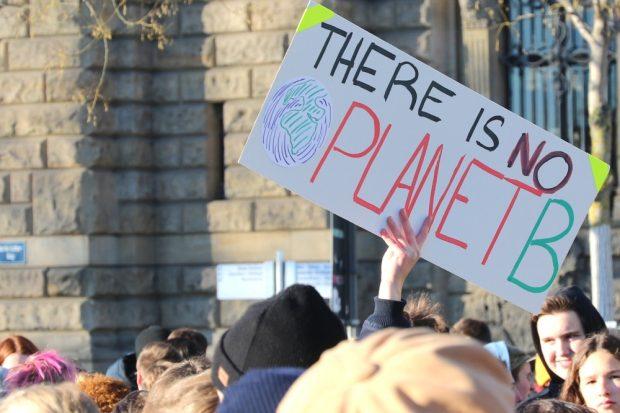 Seit den 70er Jahren und den damaligen Warnungen des Club of Rome ein Thema: No Planet B. Foto: L-IZ.de